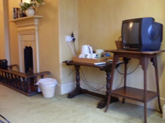 Orchards Retreat: Room - tv and coffee