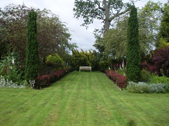 Orchards Retreat: Garden