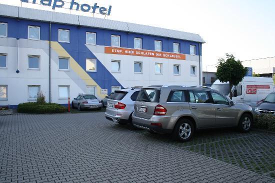 Ibis Budget Leipzig Messe : Porsche, Mercedes, BMW es sind keine armen Schlucker die bei ETAP absteigen