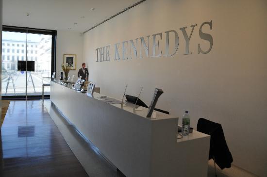 The Kennedys: Empfangbereich im Inneren