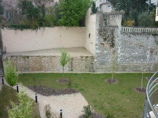 Adagio Access Poitiers: Vue arrière de l'hôtel