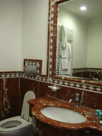 Marconi Hotel: bathroom