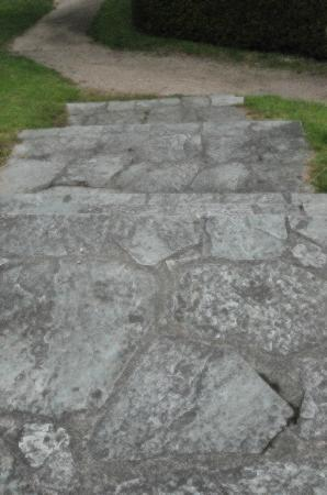Schlosshotel Kronberg: Cobbled steps in garden