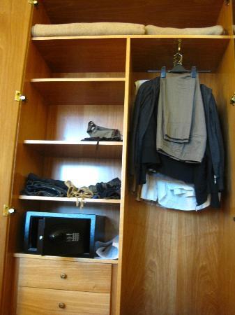 Marconi Hotel: wardrobe