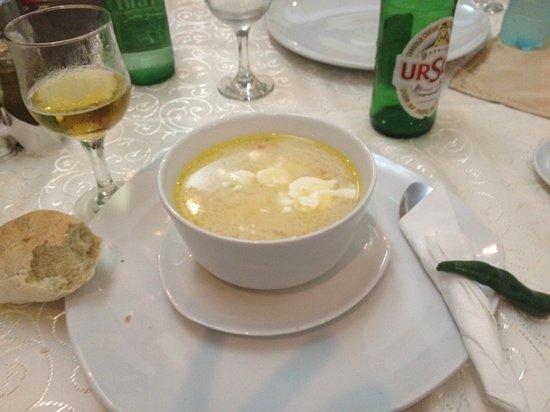 Complexul Turistic Cornul Vanatorului Pitesti: ciorba de burta without taste