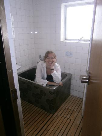 ساداتشيو: Our private bathroom - a mini version of the traditional public bath