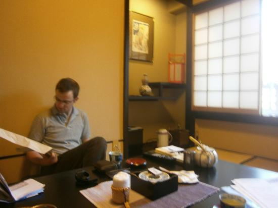 Sukeroku No Yado Sadachiyo: A pot of green tea in our room