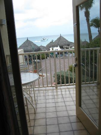 Aruba Beach Club: Looking out to the balcony