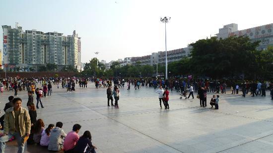 Wanfu Square: 皆なにしているの?時間つぶし?