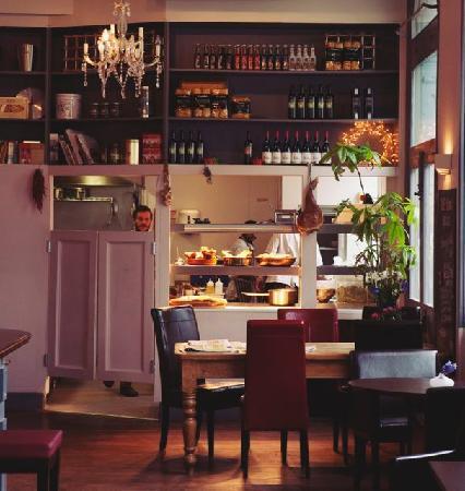 Portobello House: kitchen