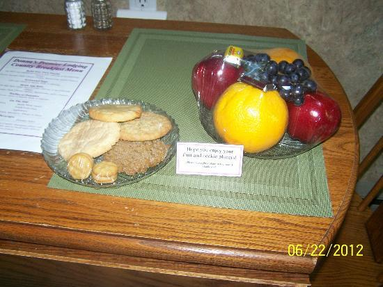 Donna's Premier Lodging: complamentary trays
