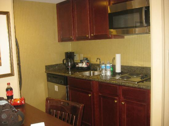 Homewood Suites Tampa Airport - Westshore: Kitchen area