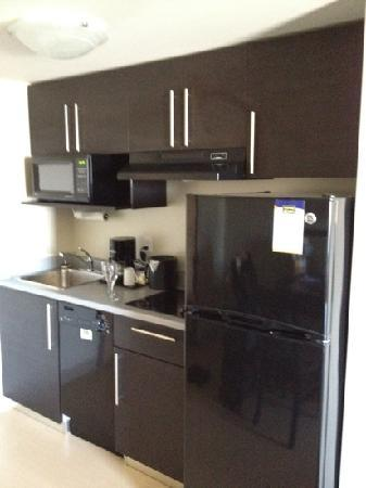 MainStay Suites Winnipeg: kitchen