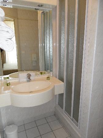Hôtel Beau Rivage Restaurant L'Eveil des Sens : la salle de bain