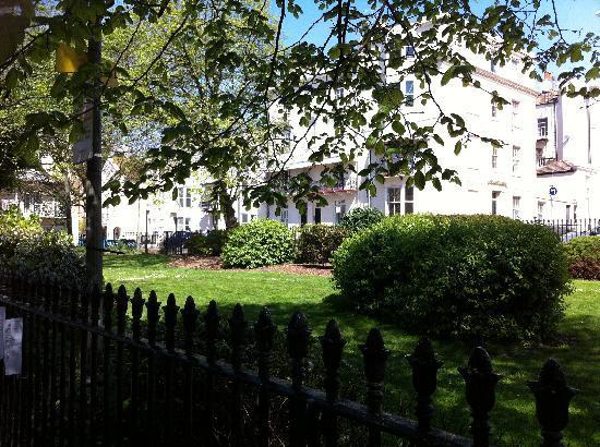 Churchill Brighton : the square in front of the b&b