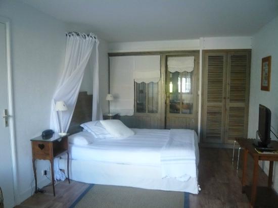 Hotel Le Central: Intérieur de la chambre