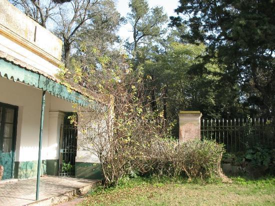 Chivilcoy, อาร์เจนตินา: Parte del pasillo interno que distribuye a las habitaciones, comedor, etc.