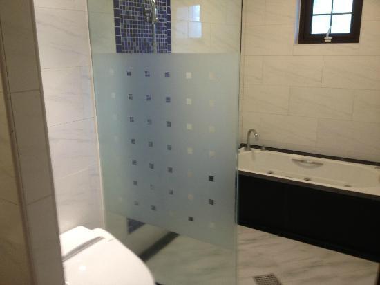 Edo Pension : Full size bath plus shower