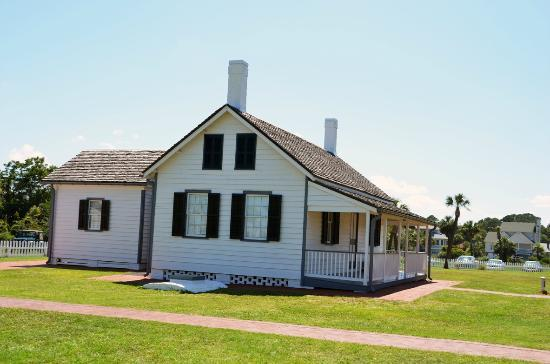 Tybee Island Lighthouse Museum: PIcture of house