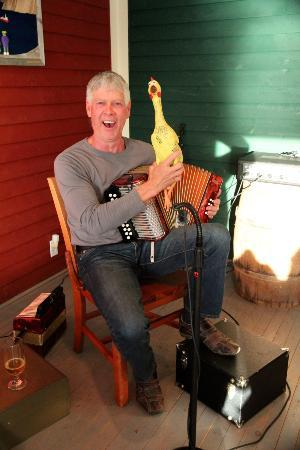 Seaside Restaurant : Great live music by Charlie Payne on a charming stage