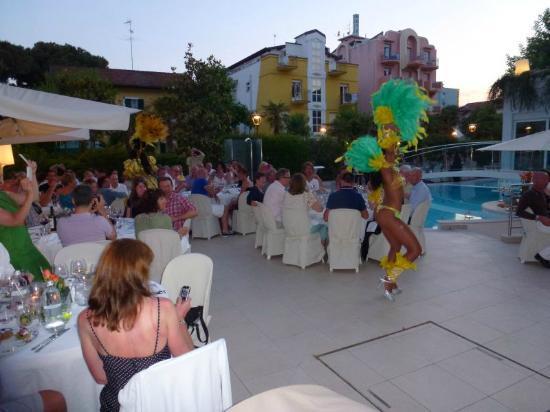 Hotel Belvedere: Dinner am Pool