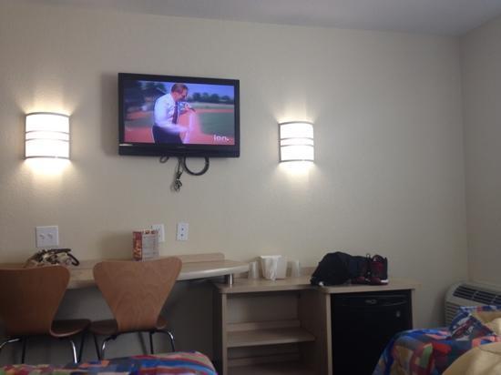 Motel 6 San Antonio Airport: tv, mini fridge, and sitting area