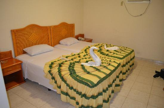 Islazul Villa Los Laureles: My sad two single bed for one person