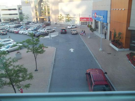 Square One Shopping Centre : outside