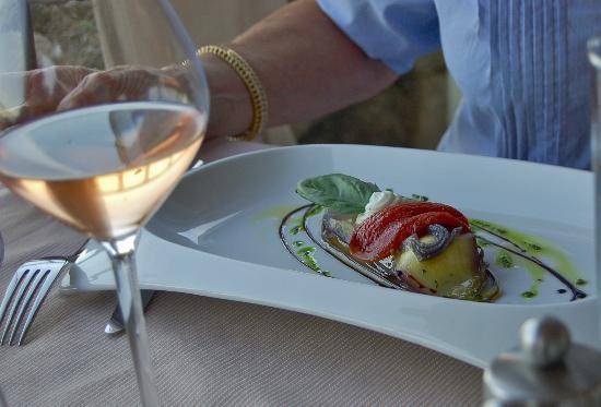 La Maison de Celou : Millefeuille d'aubergines, légumes confits, chèvre à la sarriette