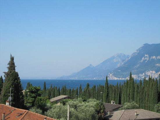 Hotel Benacus Malcesine: View of the Lake from our hotel room balcony