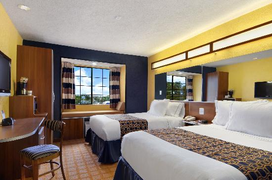 Microtel Inn & Suites by Wyndham New Braunfels: Double Queens
