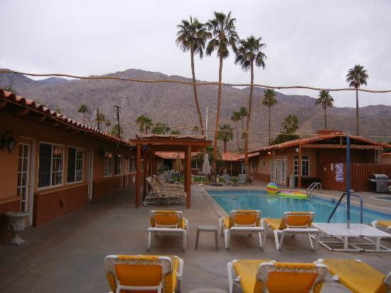 All Worlds Resorts : All Worlds Resort - Palm Springs in April