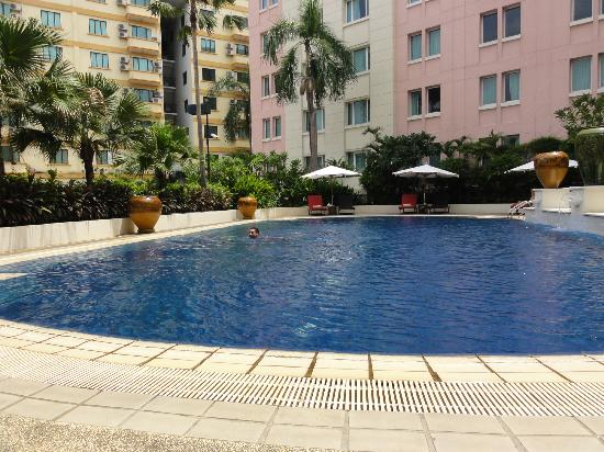 PARKROYAL Yangon: pool