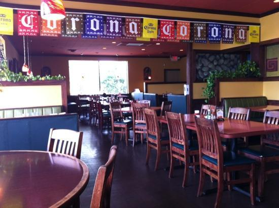Dos Coronas Mexican: Very nice interior but doesn't look so promising from the ouside. fresh yummy guacamole - all fo