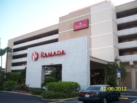 Ramada Westshore Tampa Airport: Fachada del Hotel