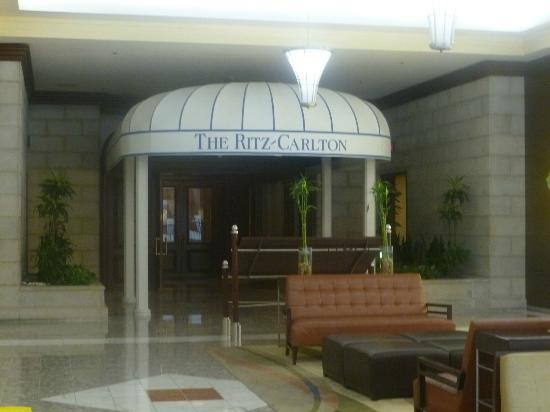 The Ritz-Carlton, Tysons Corner: Entrance from the Mall