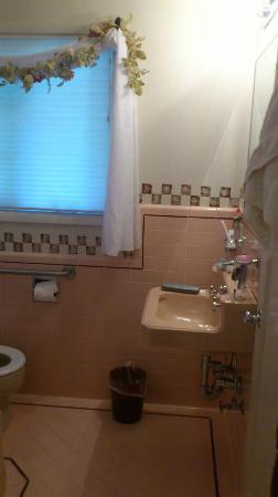 Joseph House Inn: bathroom