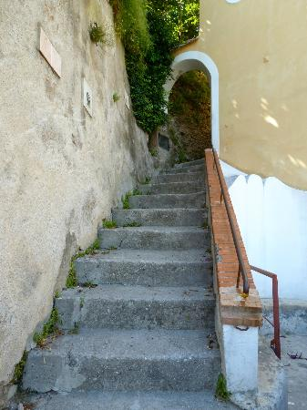 Il Melograno in Costa d'Amalfi: First set of stairs.