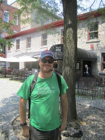 Ottawa Walking Tours: Our friendly guide Dan