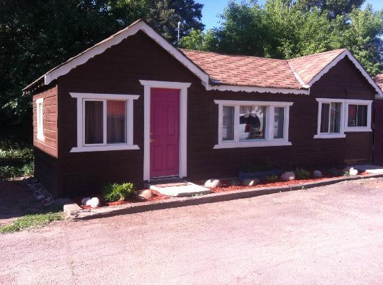 Two Fox Cabins & RVs: Cabin 8, 3 rooms + bath