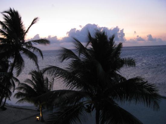 Grand Caribe Belize Resort and Condominiums: Sunrise