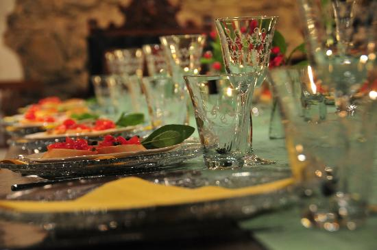 Ventena Vecchia - Antico Frantoio: Die Tafel im Speisesaal / Gewölbe