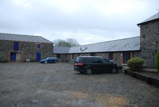 Carlingford, Irlanda: The Courtyard exterior