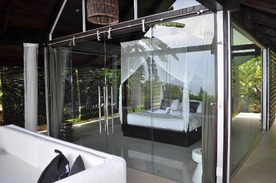 Oxygen Jungle Villas: Beautiful glass villa