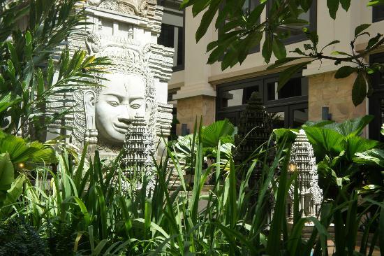 Angkor Miracle Resort & Spa: Hotels & grounds