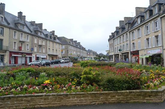 Hotel De La Place: Aunay sur Odon, a quaint small Norman town.