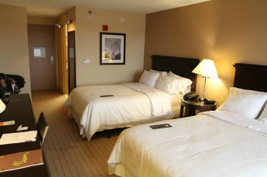 Sheraton Louisville Riverside Hotel: Club room with 2 double beds