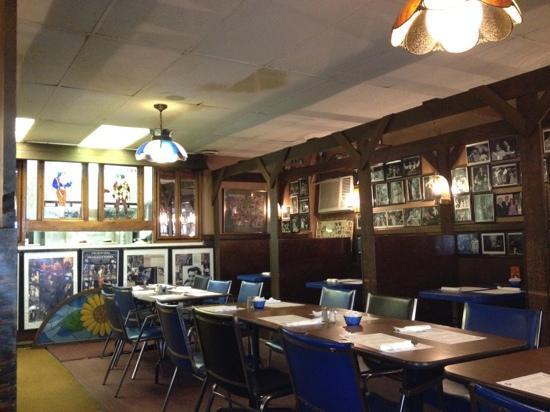 Matsos Greek Restaurant: great atmosphere