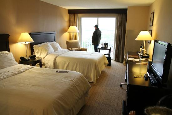 Sheraton Louisville Riverside Hotel: Double beds