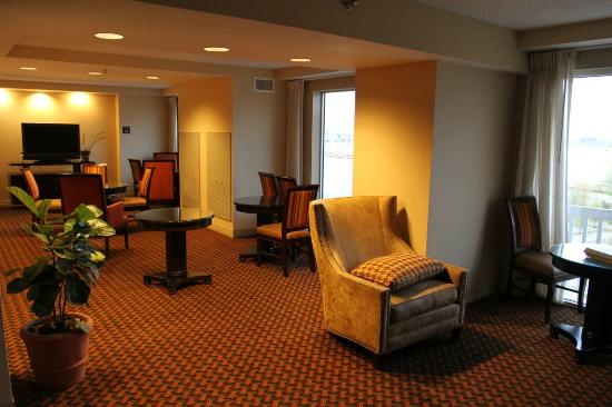 Sheraton Louisville Riverside Hotel: The Club